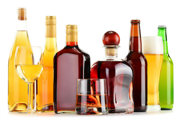 E'MAGINE Events & Co - picking specialty liquor for your wedding - craft beer bar for your wedding - whisky tasting for your wedding